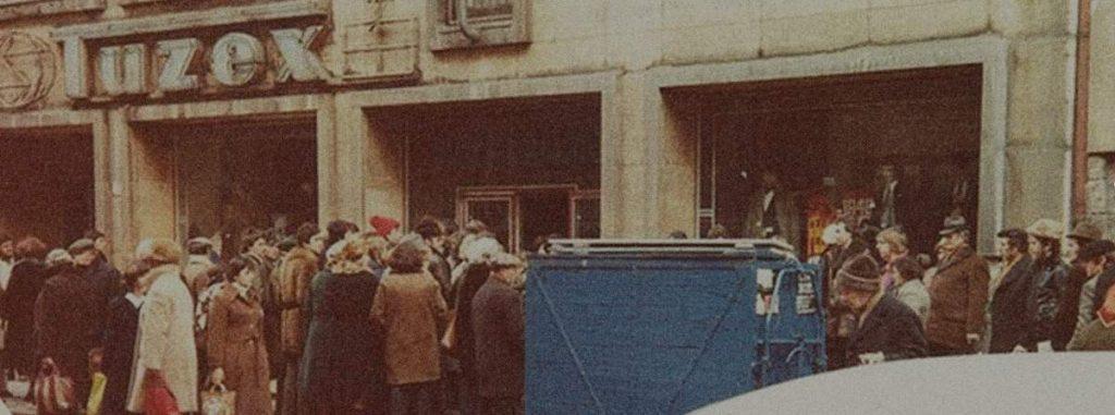 Fronta pred TUZEX-om v BA_zdroj_Archív MR