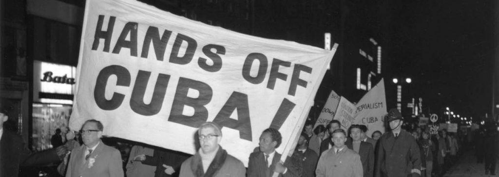 Veľká Británia, apríl 1961. Pochod na podporu Kuby. Zdroj fotografiie: Archív MR